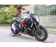 Ducati Diavel Red carbon nik 2013 KM 700 FP->Motor